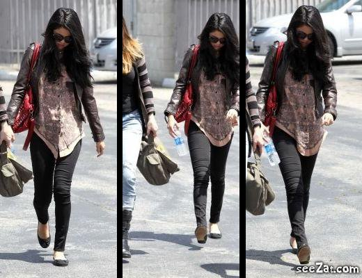 20/04 Selena dans un aéroport de Santa Monica près de Los Angeles