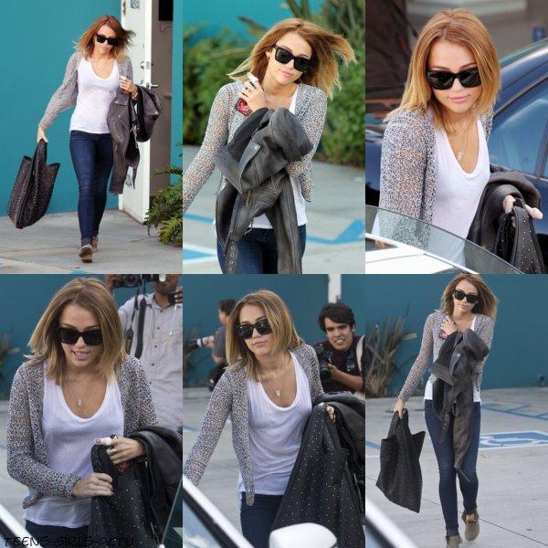 26/04 : Miley allant à l'hopital Burbank avec sa mère Tish