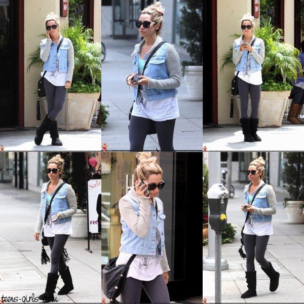 28/04 : Ashley a été aperçue faisant des courses dans Toluca Lake