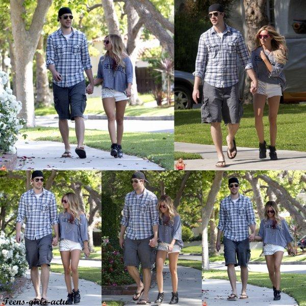 05/05 : Ashley a été vue avec son Boyfriend Scott se promenant dans Toluca Lake