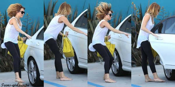 07/05 : Ashley quittant son cours de Gym