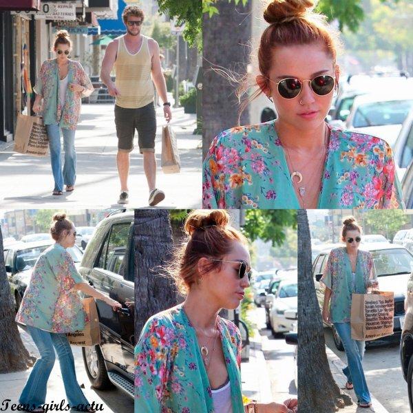 10/05 : Miley faisant du shopping avec son Boyfriend Liam