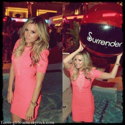 07/06 : Après l'inauguration du resto' Ashley s'est rendu dans une boîte de nuit toujours à Las Vegas.