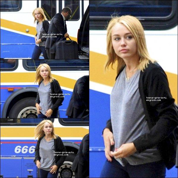 17/07 :   Miley  à l'aéroport de LAX  de Los Angeles avec Liam
