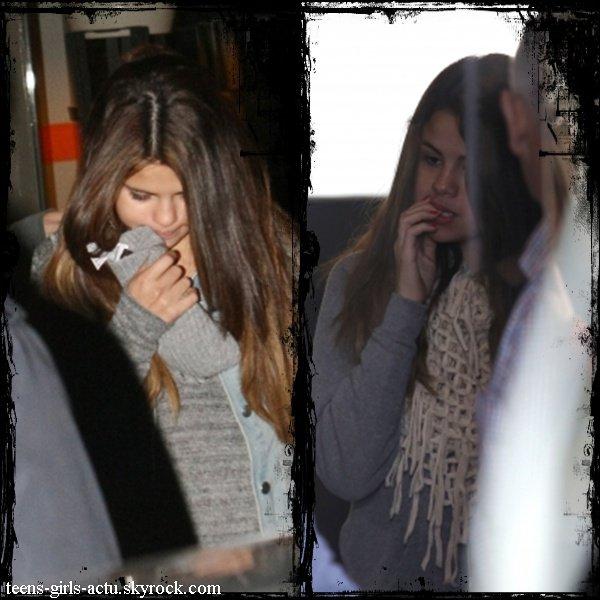 15/07/12 : Selena est allée déjeuner à Melbourne