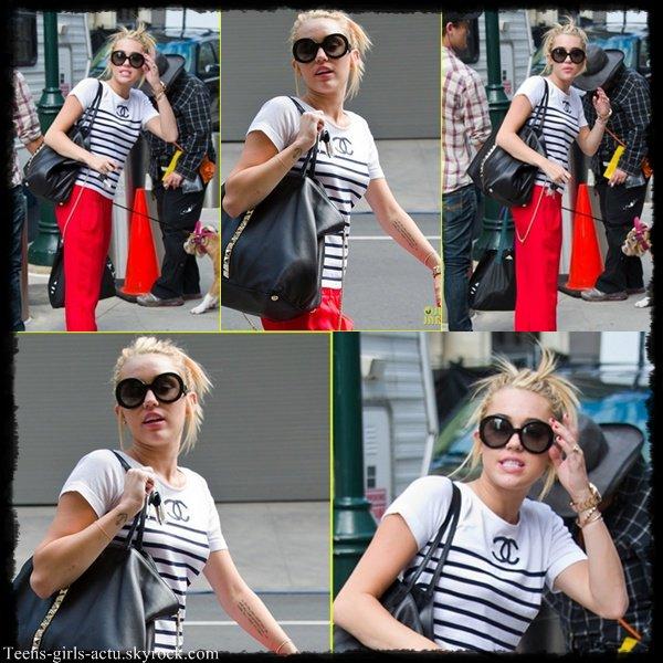 """21/07 : Miley a été aperçue sur le set de """"Paranoia"""" le nouveau film de Liam."""