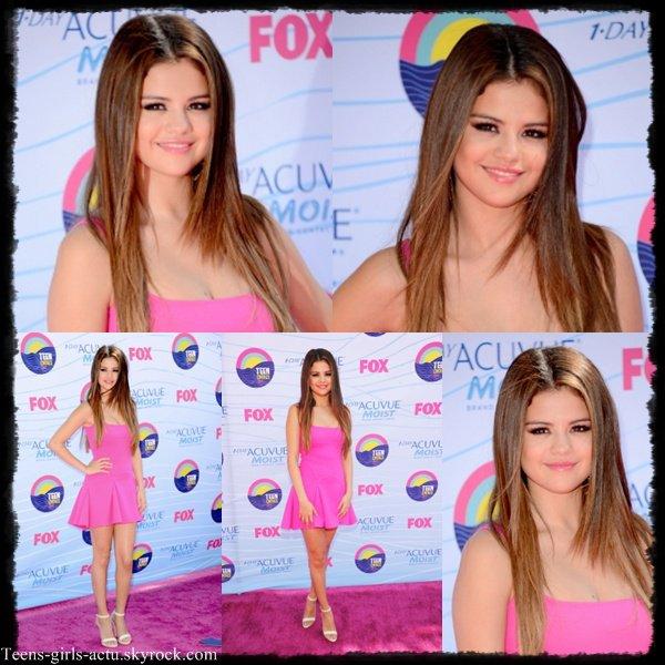 22/07 : Comme prévu Selena s'est rendue aux TCA. Voici les photos de son arrivée. Elle était sublime *-*