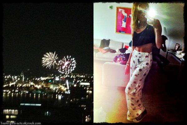 27/07 : Miley est de retour à Philadelphie ou Liam tourne son nouveau film. Elle a été aperçue se promenant dans les rues de Philadelphie avec un ami
