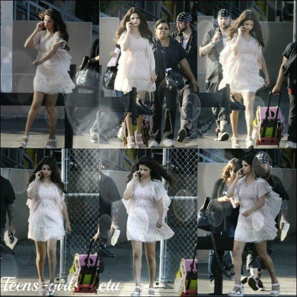 """04/08 : Selena a été vue sur le set De son nouveau film """"Feed The Dog"""" à Los Angeles"""