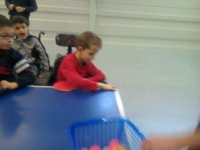Enzo fait du sport !!!  ce mercredi c'est ping pong