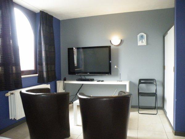 Nos chambres sont composées d'un petit salon avec tv et dvd et wi-fi