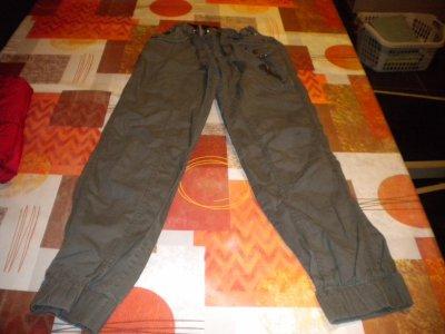 pantalon resserré en bas 12 ans.....................2.50