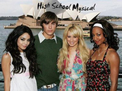 High school musical rélialisé par Kenny Ortega.