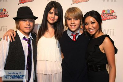 Dylan Sprouse et Selena Gomez,Cole Sprouse et Brenda Dong ^^