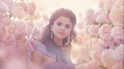 Selena Gomez ::