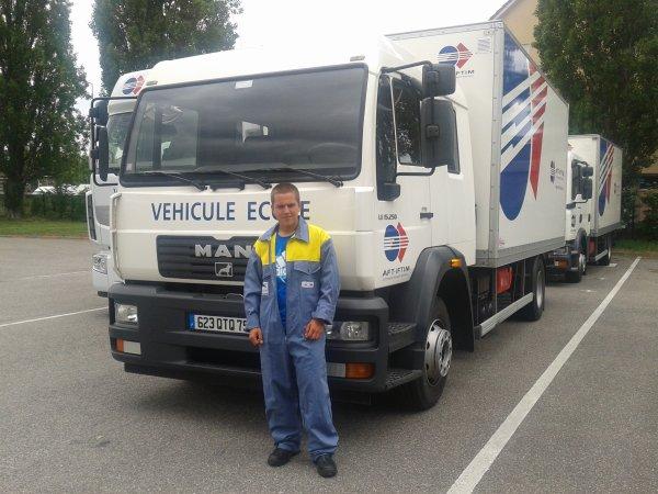 moi avec les camion du lycée