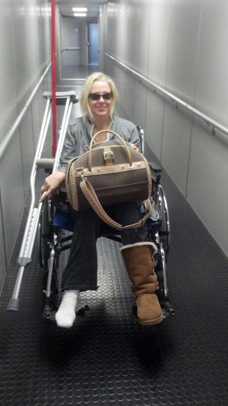 Ma petite fille Julia aprés une chirurgie du pieds, Bon rétablissement Mon amour♥