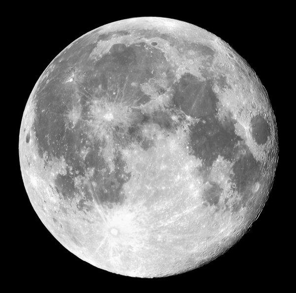 objet derrière la lune