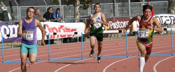 ATLETA Y MONTAÑERO DE LA AMZ: Eduardo López, quinto en 400 m. vallas en el Nacional de atletismo