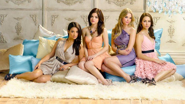Spéculations sur Pretty Little Liars : A propos de la Famille Drake-DiLaurentis.