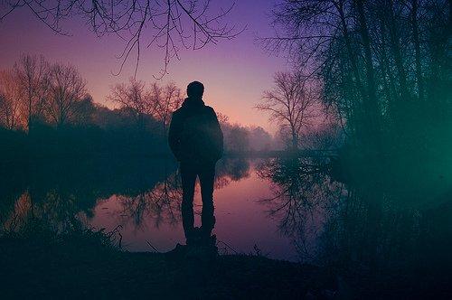 Aimer, c'est donner ta vie à ton coeur, risquer le danger. Se jeter du haut d'un pont. C'est aussi faire dérailler ton cerveau.