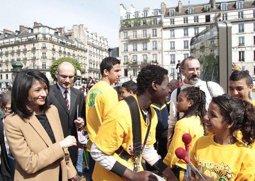 Jeudi 14 avril 2011 Ouverture officielle du tour Européen du bénévolat et du volontariat qui fait étape en France , Madame Jeannette Bougrab, Secrétaire d'État chargée de la jeunesse et de la vie associative et les Batuc'Ados