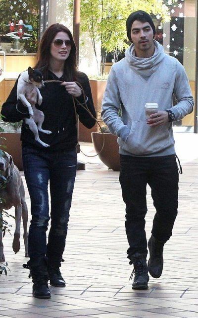 24 novembre 2010 joe et ashley se proménent avec Marlow a L.A