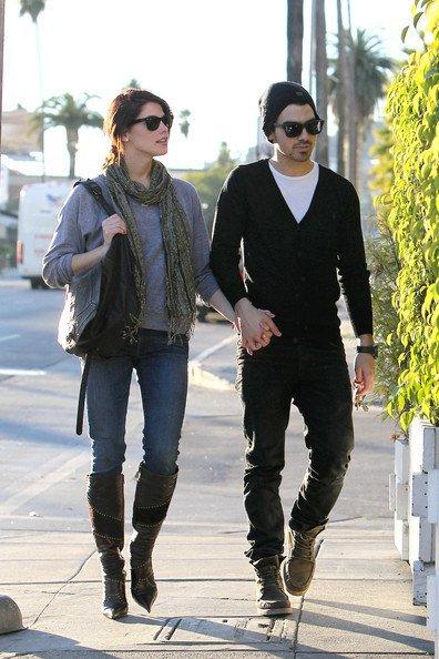 26 novembre 2010 Joeet Ashley se proménent dans Los Angeles