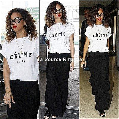 15 Janvier 2012 - Rihanna a été aperçue hier à l'aéroport de Los Angeles.