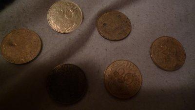 Quelque pieces de 20 centines
