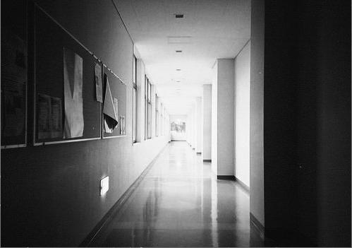 Chapitre un: La lueur au fond du couloir...