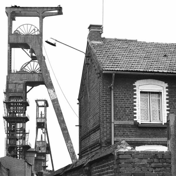 Souvenirs de mon enfance : La maison de mes grands parents, rue des capucines près de la fosse N° 6 d' Haillicourt...