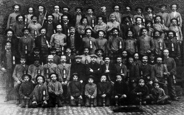 Groupe de mineurs de la fosse N°3 d'Auchel  vers 1910.
