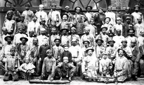 Groupe de mineurs des fosses de Liévin en 1890.