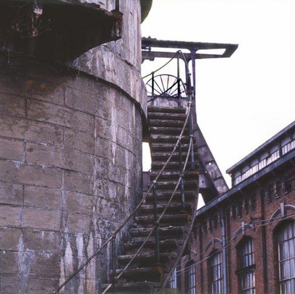 Derniers vestiges de la fosse N° 6 d' Haillicourt avant son démantèlement.(2)