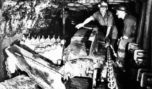 Haveuse Marietta à l'abattage, fosse N° 2 de Marles les Mines en 1957.