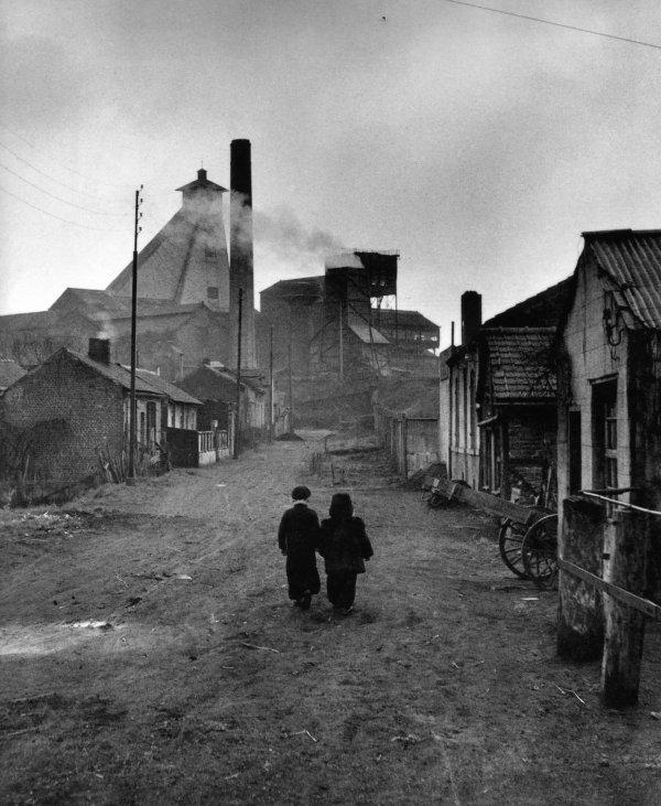 Aux alentours du puits N° 10 de Billy Montigny au début des années 50.