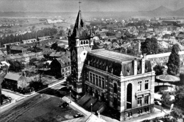 L' hotel de ville de Bruay en Artois au début des années 30.