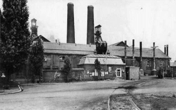 Siège N° 5 de la Compagnie des Mines de Bruay en Artois.