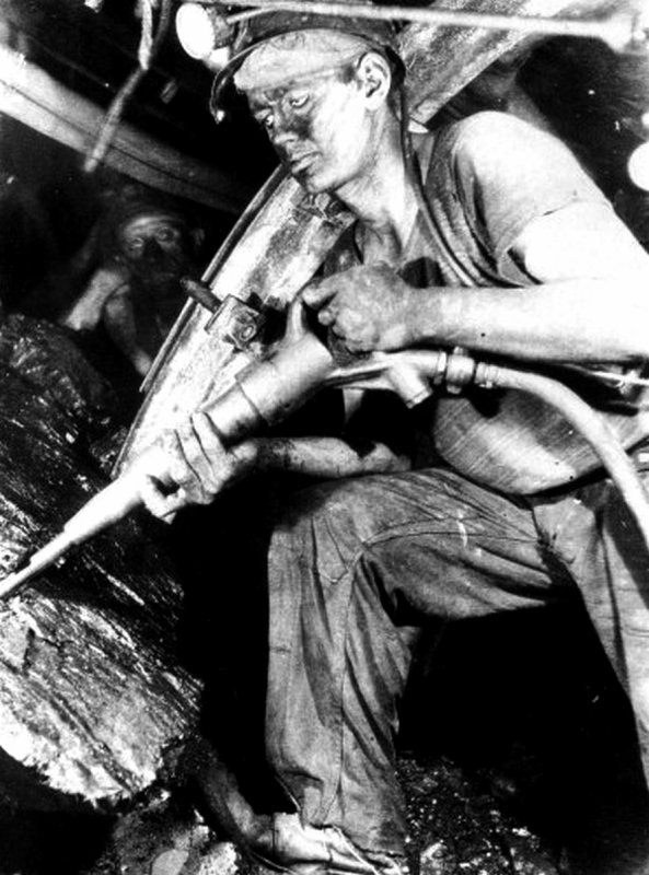 Les mines disciplinaires, l'abattage au marteau piqueur en dressant.