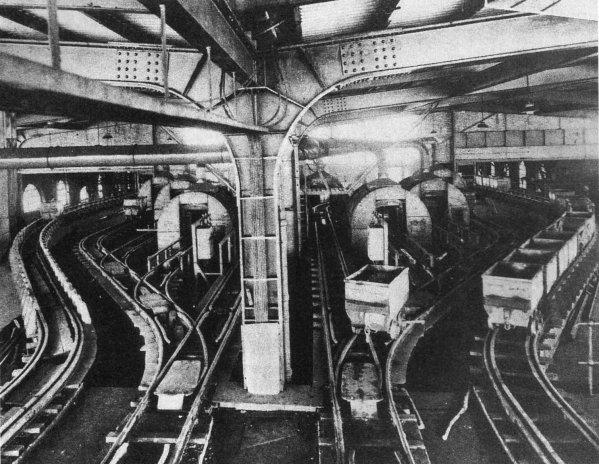 Moulinage au N° 7 de Barlin au début des années 50.