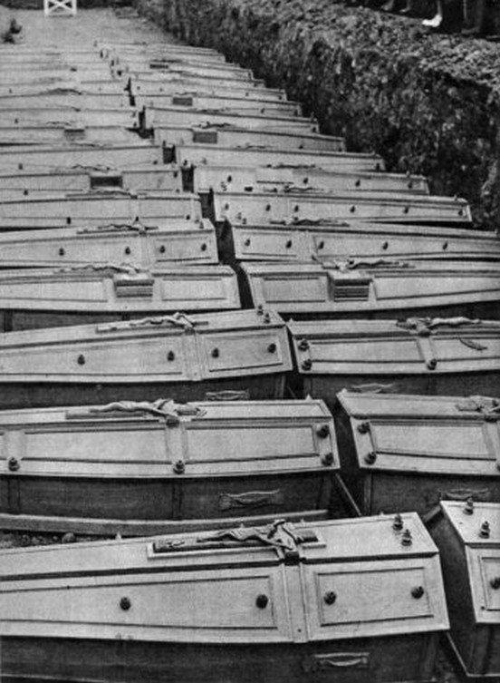 Enterrement des victimes de la catastrophe de Marcinelle le 13 août 1956.