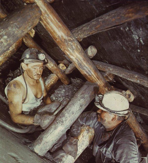 L'exploitation d'une veine dans un chantier en dressant en 1977.