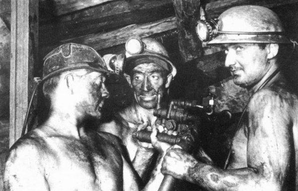 Injection d'eau dans les veines de charbon vers 1970.