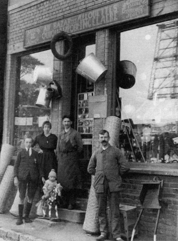 Vue ancienne de Bruay en Artois: Le magazin Soleil aux Alouettes, quartier de la fosse 4.