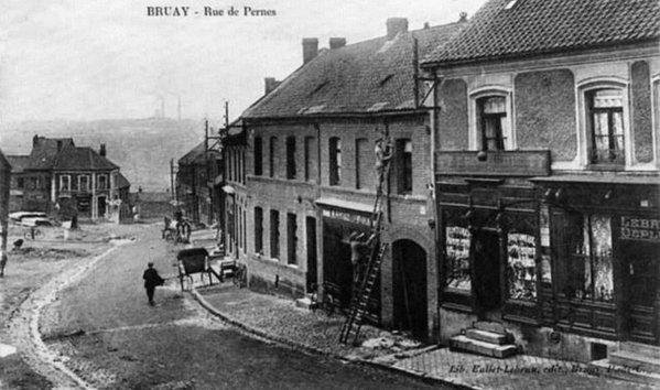 Vue ancienne de Bruay en Artois: La rue de Pernes, quartier de la fosse  N°3.