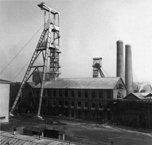 Vestiges industriels minier des HBNPC . Fosse N° 5 de Divion  2/2