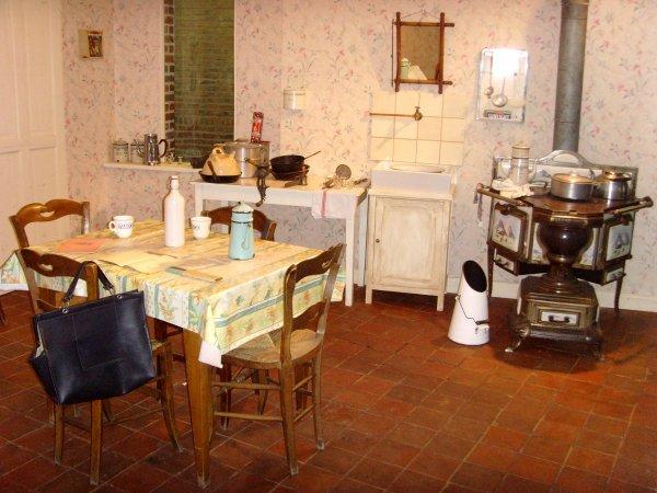 L\'intérieur d\'une maison de mineur des années 1930 - 1/2 - Toute une ...