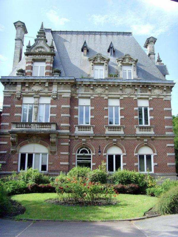 Le Château Jules Elby devenu l'ancienne maternité de Bruay en Artois  1/2.