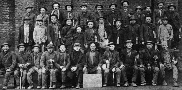 Groupe de mineurs fosse N°3 de Bruay en Artois - 1928